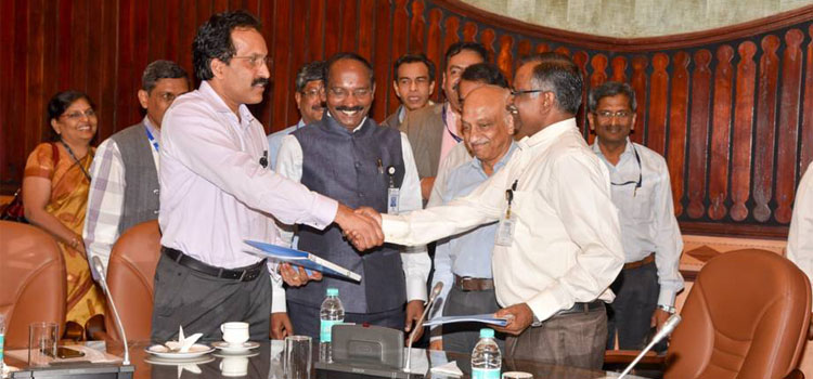 Dr. V Narayanan takes charge as Director, LPSC from Shri. S Somanath